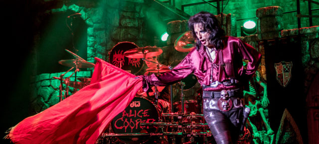 [LIVE MUSIC REVIEW] ALICE COOPER AT ADELAIDE ENTERTAINMENT CENTRE WITH SPECIAL GUESTS AIRBOURNE AND MC50